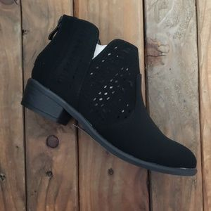 Childrens lazer cut Black heeled Bootie